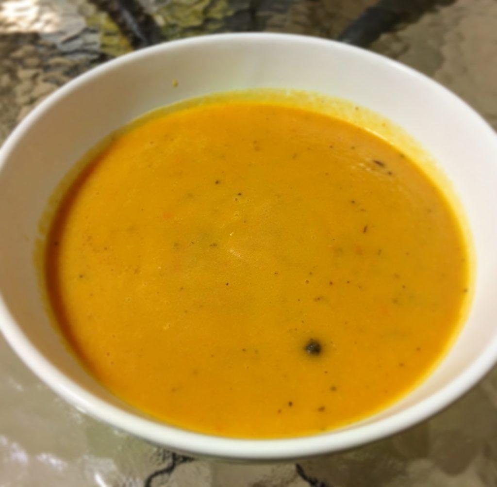 Talerz zupy marchewkowej